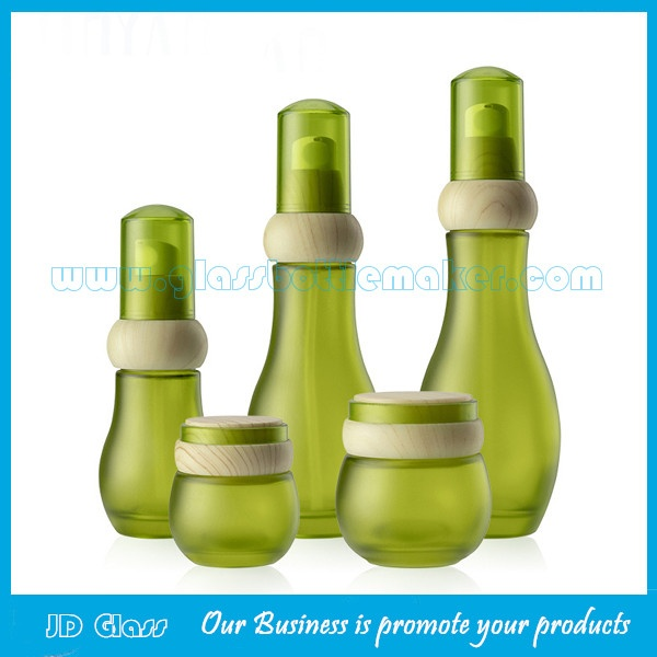New Item 120ml,100ml,40ml,30g,50g Frost Green Glass Lotion Bottles And Cosmetic Jars With Wood Caps  For Skincare